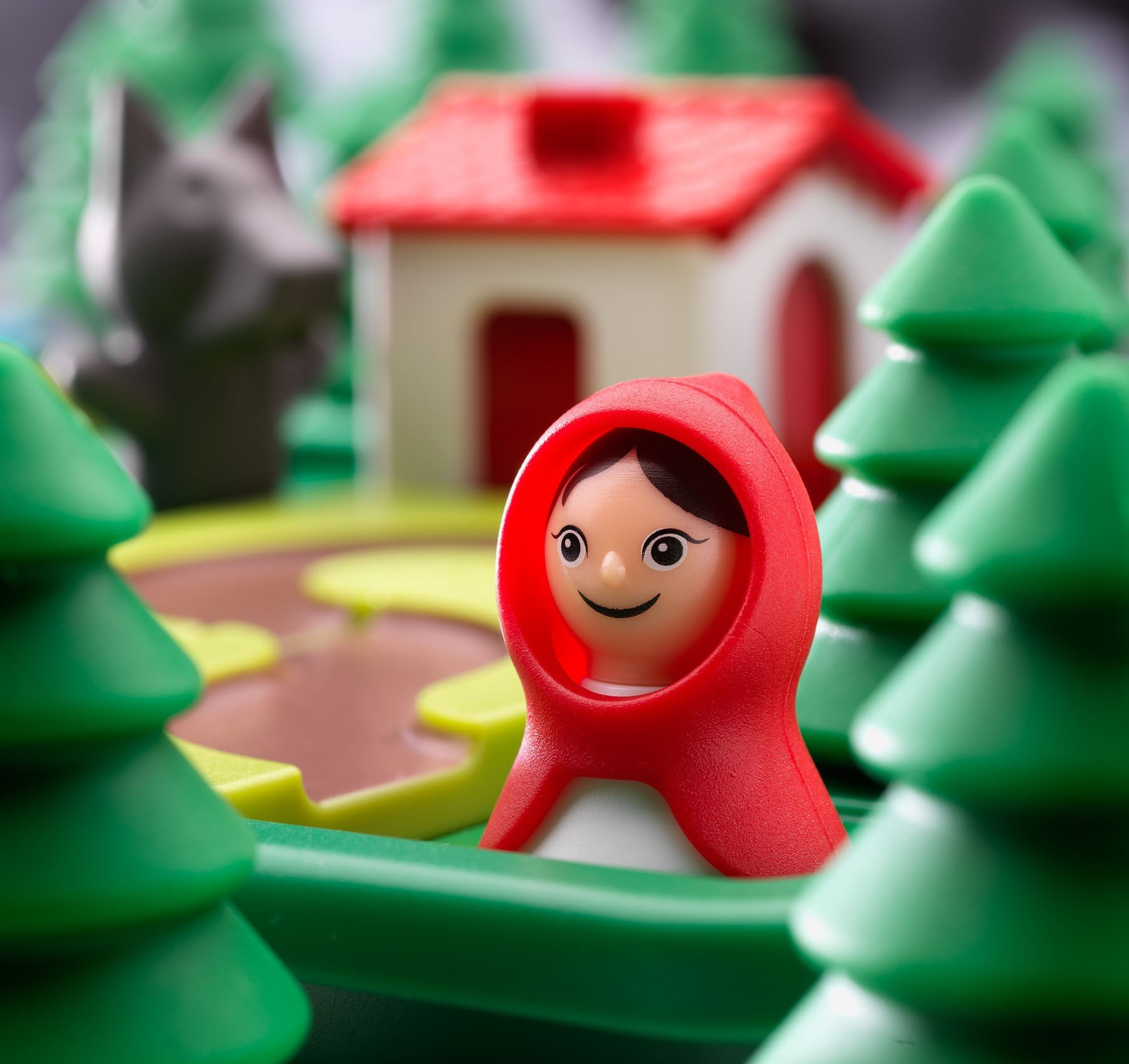 LIttle Red Riding Hood Smart Games Close Up